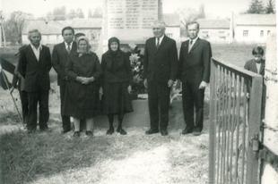 Hősök-szobra emléktábla avatás 1984-ben (Zaláta)