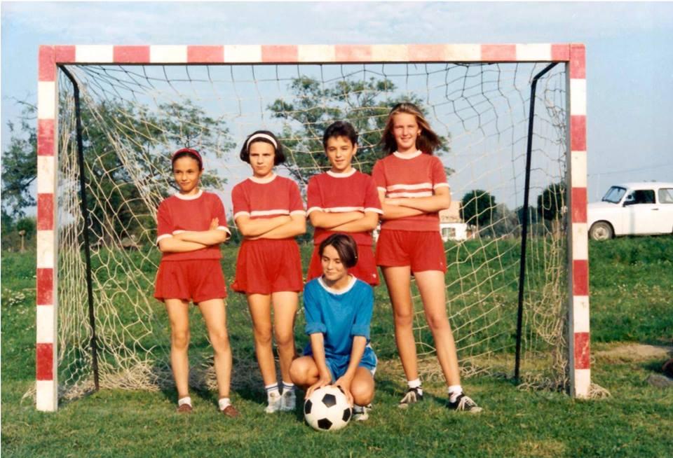 90-es évek, a lányok is fociztak!<br />Szennyai Tünde,Varga Mária, Diósdi Marianna, Hekler Olívia, Szata Judit – Szata Judit és Olívia Hekler társaságában.<br />