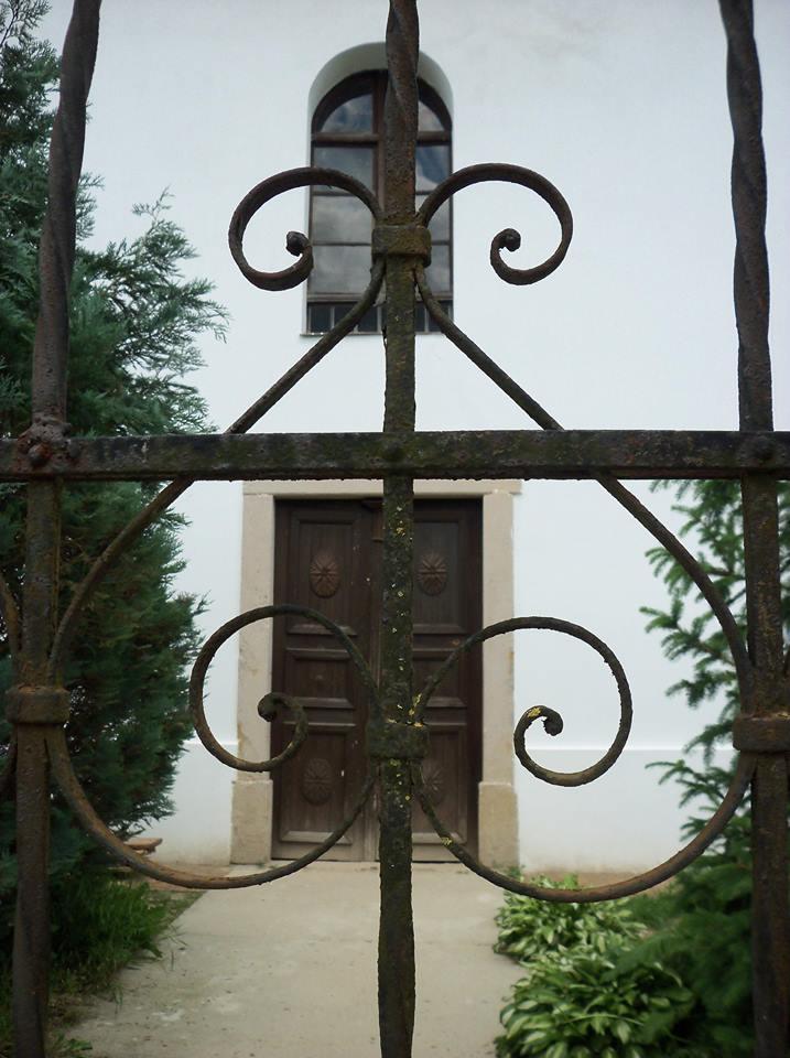 Egyszer csak kitárul majd az ajtó, midőn a belső felújítások véget érnek