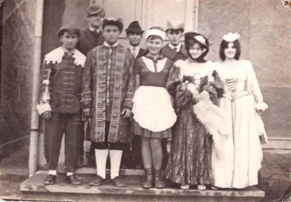 Zalátai színjátszók, kb. 1965 körül.<br />Hátsó sor: Rédling József, Tóth Zoltán, Nagy Zoltán <br />Első sor: Szántics János, Vass Sándor, Hegedüs Erika, Biró Jolán, Haraszti Klára<br />