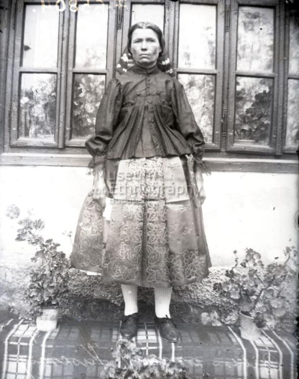 Biklás főkötőben Kiscsányból<br />Vajszló, 1910-es évek<br />ff., üvegnegatív, 9x12 cm