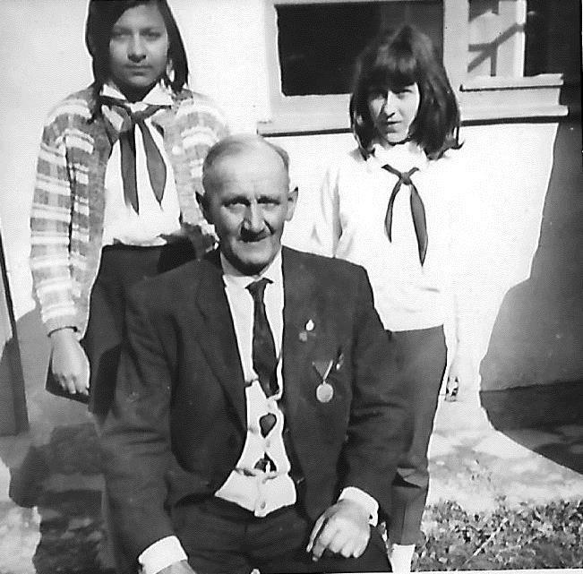 Vántus Éva fehér ingben és Varga Ilona, a bácsi nevét nem tudom...