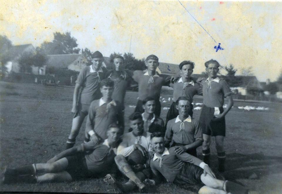 1941.08.14. Sósvertikén a zalátai focicsapat<br /><br />Az X-el megjelölt Szabó Kálmán
