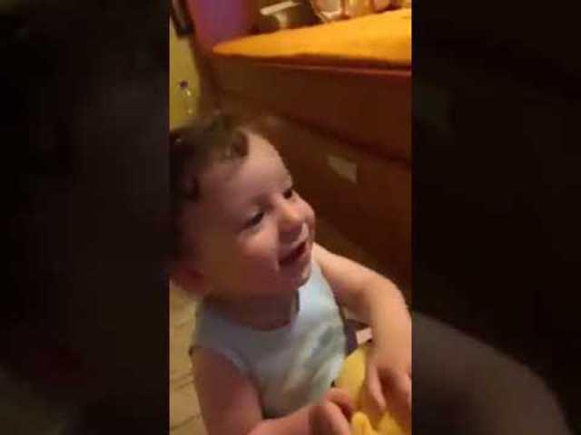 Hogyan nevetni a gyereket egy évig? Különböző módon - A gyerekek