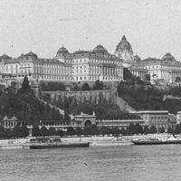 Egy budapesti középület helye - a volt királyi palota