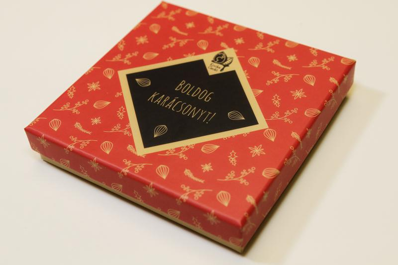 18-db-os-kezmuves-csokolade-valogatas-karacsonyi-dobozban-574865.jpg