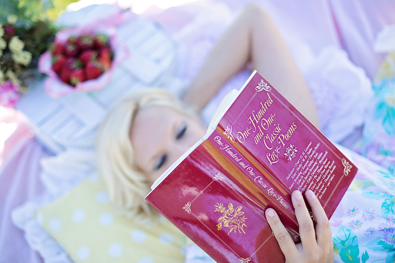 woman-reading-887274_1280.jpg