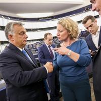 Orbán titkos kézfogása (wowposzt)