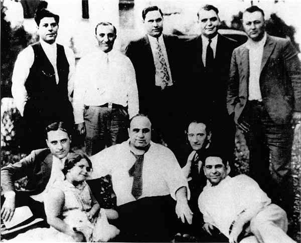 Capone családi kör.jpg