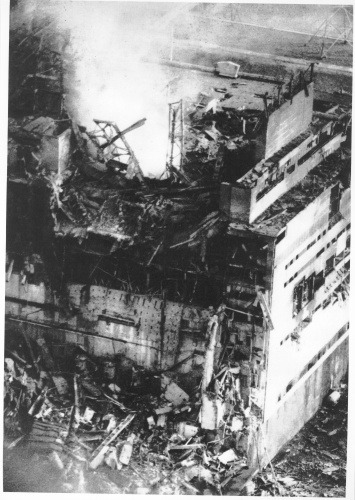 the_first_photo_of_the_destroyed_4th_block_of_chnpp_april_26_1986_3_pm_photo_by_anatoly_rasskazov_chnpp_personnel_he_received_more_than_3_sv_died_in_2010_from_cancer.jpg