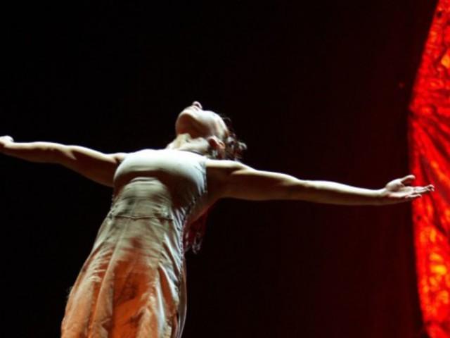 Életünk a halál árnyékában. Lélegzetelállító, katartikus élmény a Szegedi Kortárs Balett Carmina Burana adaptációja