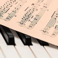Szövegen és zenén túl - értő fülek az Operamacerával