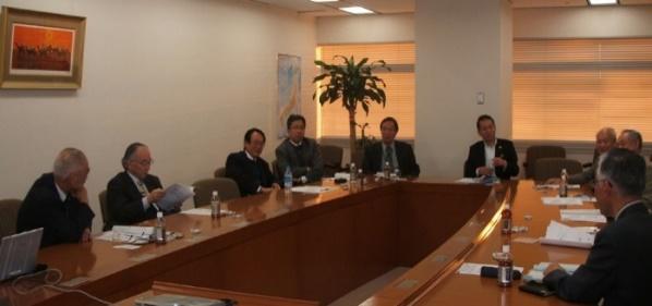 Megbeszélés Amerikában és Japánban
