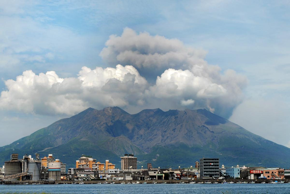 kagoshima_cityscape_against_the_background_of_sakurajima_volcano_japan_east_asia.jpg