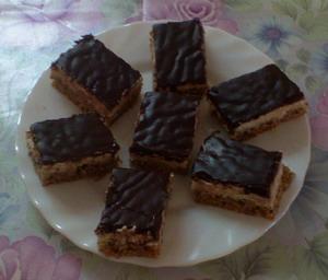 Diós grízes sütemény csokimázzal
