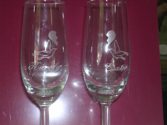 Gravírozással készült poharak
