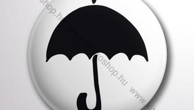 Fekete esernyő kitűző, jelvény