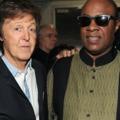 Paul McCartney és Stevie Wonder fekete-fehér slágere