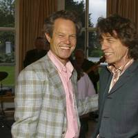 Mick Jagger öccse úgy énekel, mint a bátyja