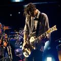 A közönség fegyverével vágott vissza a Red Hot Chili Peppers gitárosa