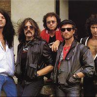 A hard rock királyai és a pingpong királynője