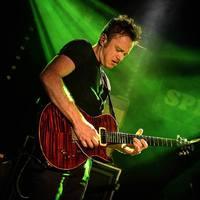 Ír gitárzseni ad koncertet Budapesten