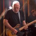 Tíz év után ismét egy amerikai TV műsorban lépett fel David Gilmour