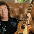 Steve Hackett, a farkasokkal táncoló gitáros