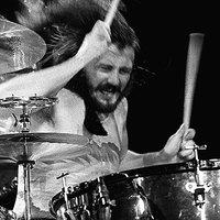 A Led Zeppelin cséplőgépe – John Bonzo Bonhamre emlékezünk