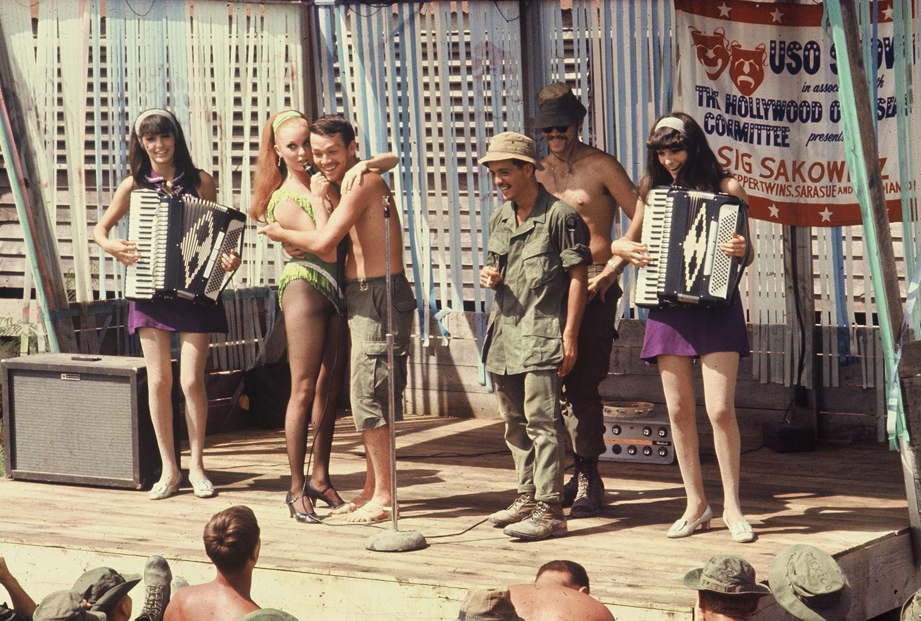 uso_show_vietnam_1968_terrie_frankel_sara_sue_3_soldiers_jennie_frankel.jpg
