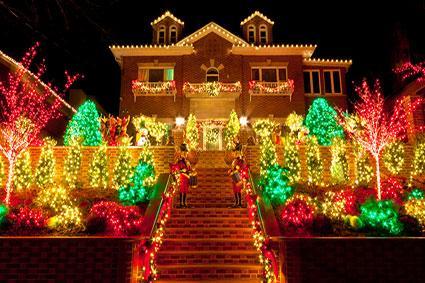 194685-425x283-home-with-lighted-christmas-yard-display.jpg