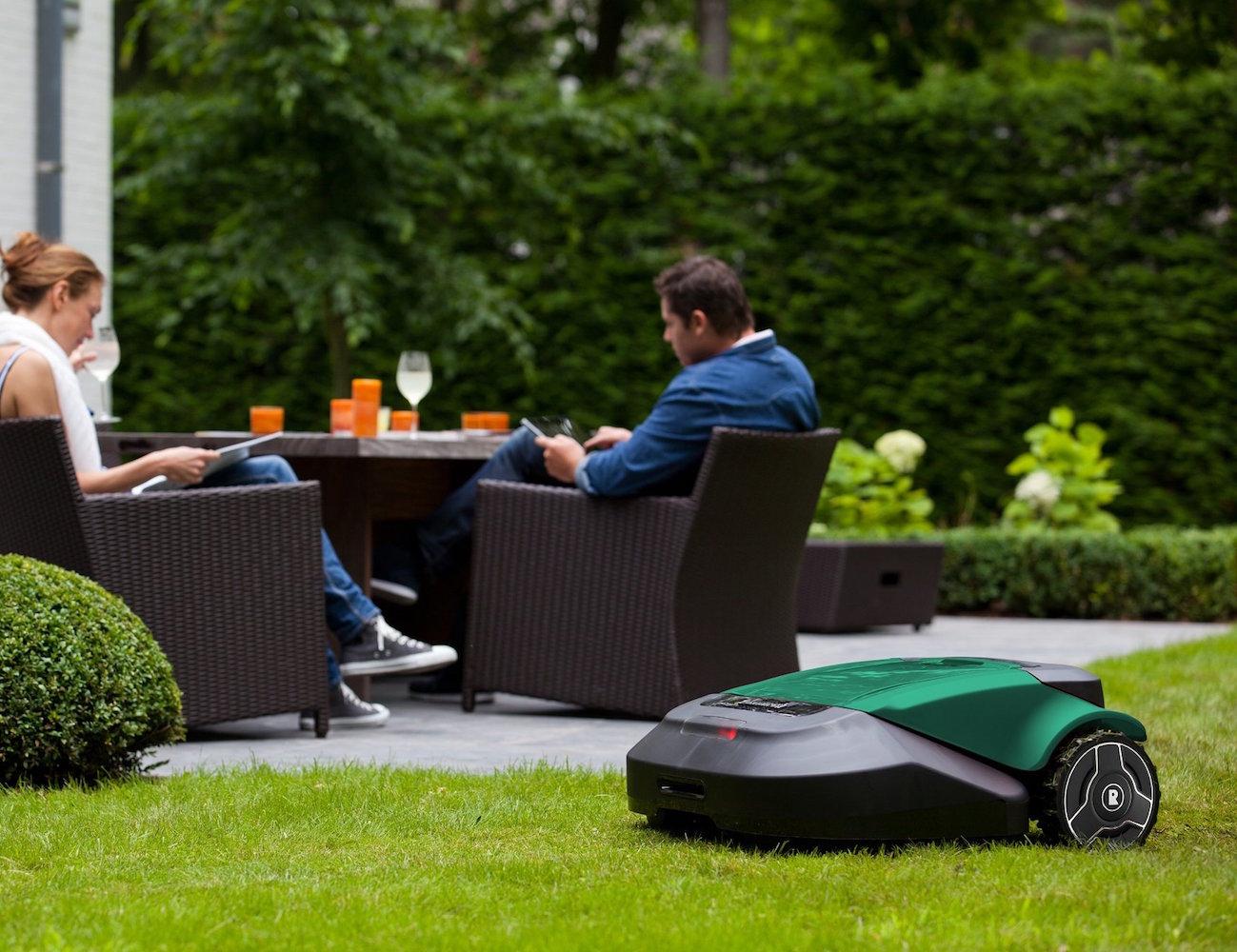 robomow-robotic-lawn-mower-01.jpg
