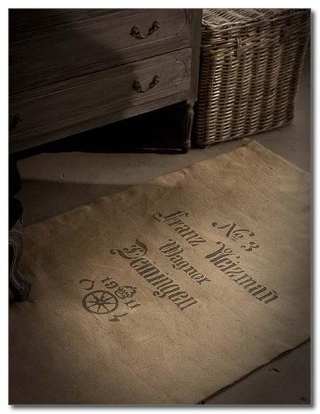 A hét műtárgya: zsákból szőnyeg