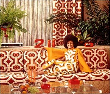 Star InDaHaus: Cleopatra Jones függönyből varrt ruhát