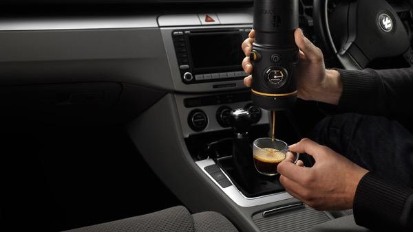 Kávéfőzés az autóban