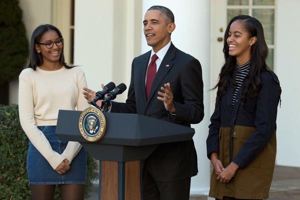 Az Obama lányok először a Fehér Házban