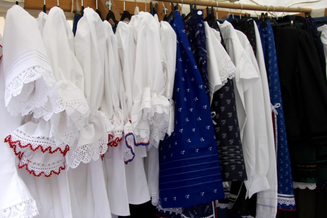 Ezek tényleg nem ruhák, a viselet a jó szó rájuk