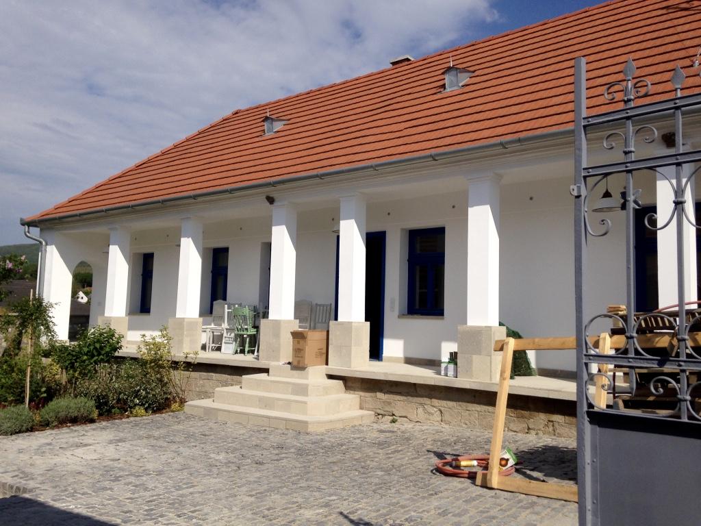 Egy tornácos családi ház újjászületése