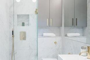 10 inspiráló tipp a kis fürdőszobákhoz