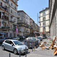 Az igénytelen gazdagok Nápolyba mennek