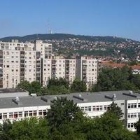 Egy lakótelep, amit mindenki ismer – És ahol egyébként egész jó lakásokat lehet kapni