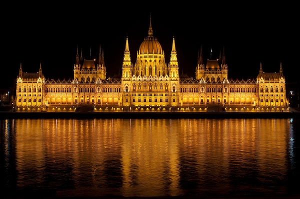 800px-Parliament-Hungary.jpg