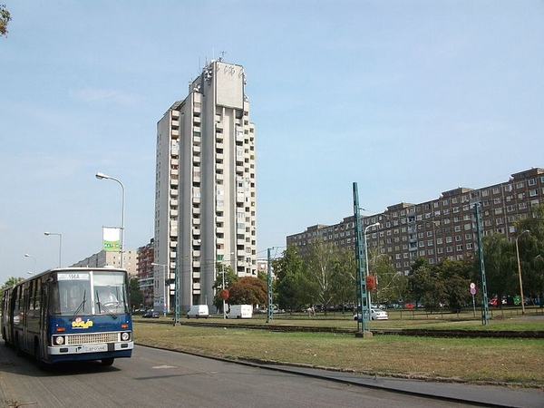 800px-toronyház.JPG