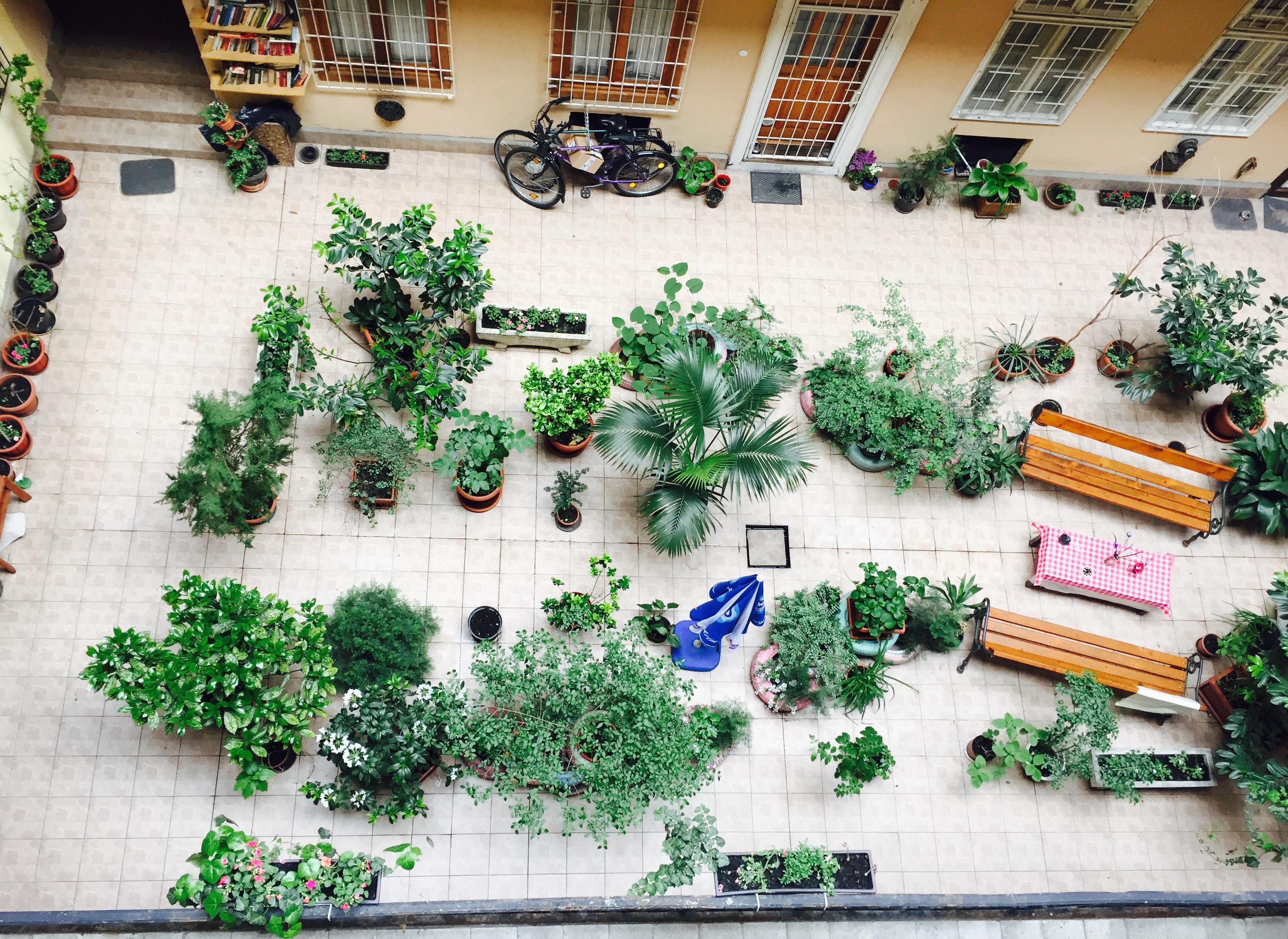 Izgalmas belső kertek a pesti Chicagoban