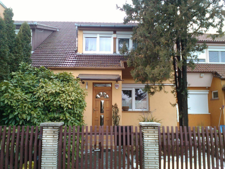 Takaros családi házak várják az új külföldi cégfőnököket Kecskeméten