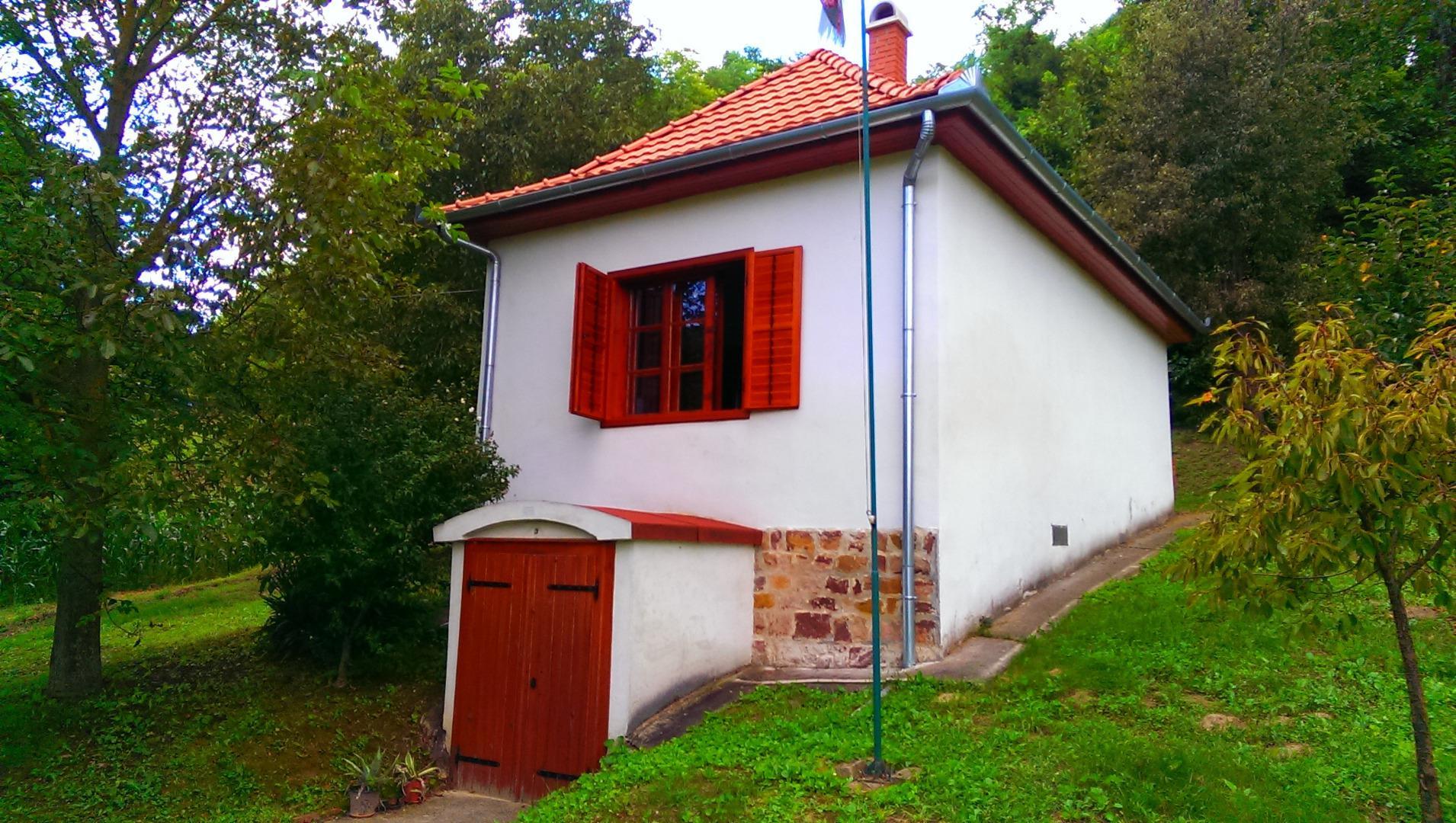 Újabb borvidékeken jártunk! Jöjjenek Zala, Somló és a Balaton-felvidék legszebb borospincéi!