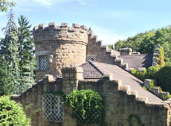 Különlegességek nyomában: mini kastélyok és várszerű házak