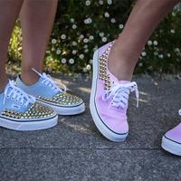 DIY: Fesztiválra dobd fel a tornacipőd!
