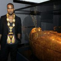 Elrettentő példa: a felékszerezett Kanye West