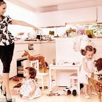 Sarah Jessica Parker az ikreivel, a kisfiával és a férjével pózol a Vogue hasábjain